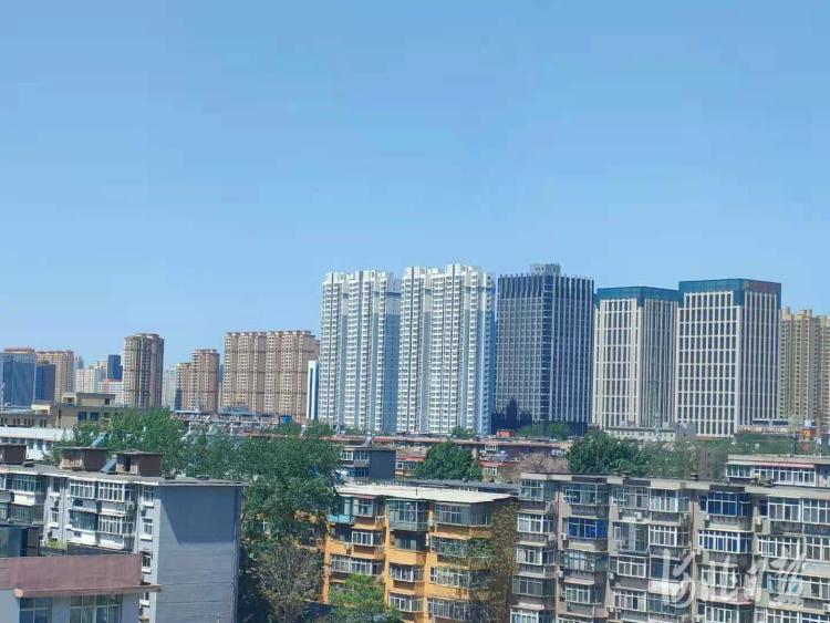 石家庄市区一处密集的住宅区。 河北日报记者宋平摄