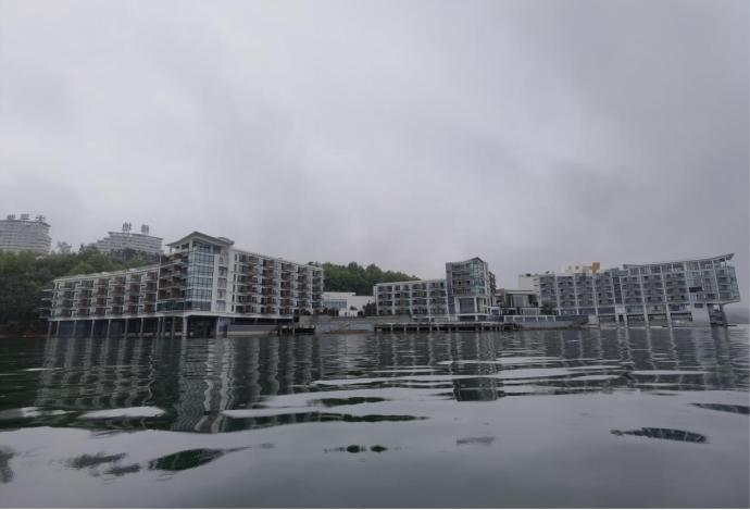图3  位于太平湖风景名胜区规划红线范围内未清理的违规酒店项目