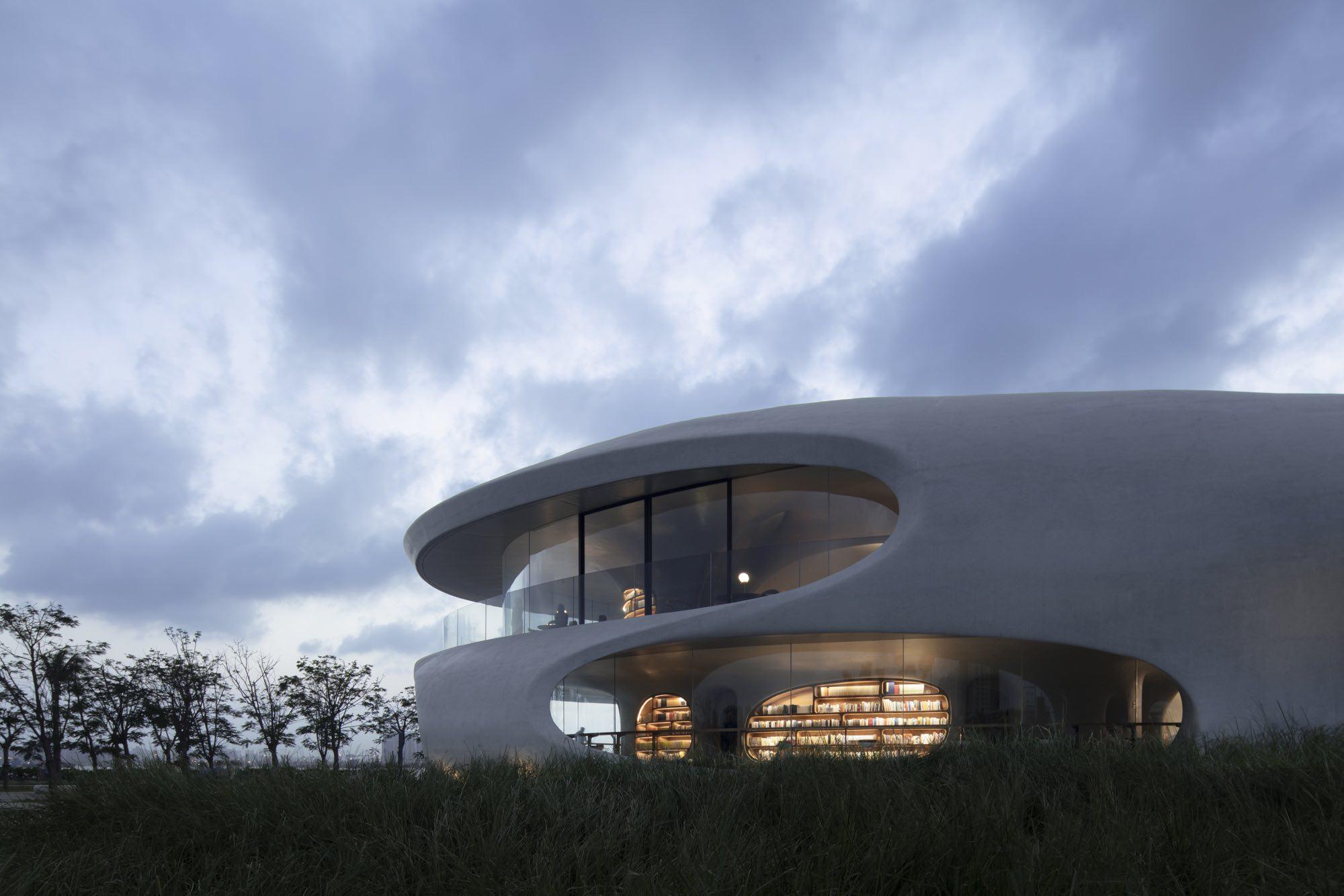 半室外空间和平台,是人们阅读和望海的绝佳空间。存在建筑 图