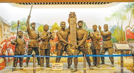 红军长征哈达铺纪念馆内一组雕塑再现了当年哈达铺苏维埃政府成立时群情振奋的火红场面。本版摄影:新甘肃·甘肃日报记者 郁婕