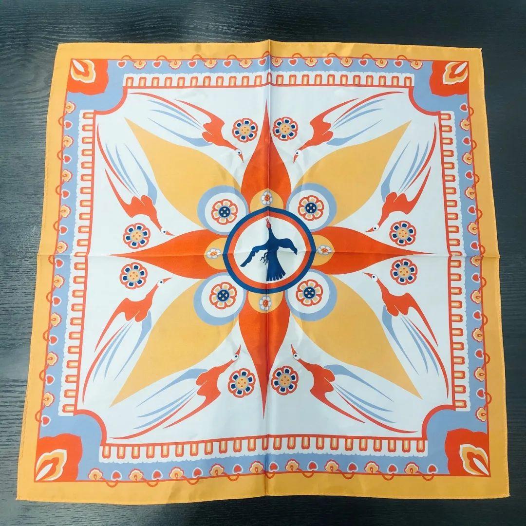 八鸟朝阳丝巾