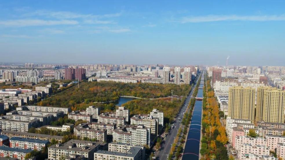 从卫工南街,俯看西侧的劳动公园 图片来源于网络