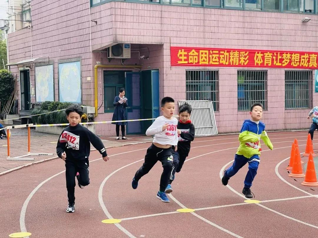 """又到一年""""运动季""""!一起来看看这些学校的特色方阵吧"""