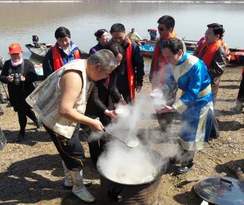 乌苏里赫哲开江节