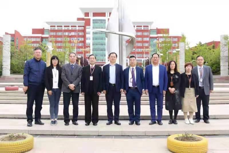 青岛市教育局刘鹏照局长到青岛求实职业技术学院考察调研