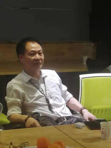 图六:贺龙元帅侄孙、《不坑害老百姓》等影视剧总制片人贺岳飞先生到场祝贺