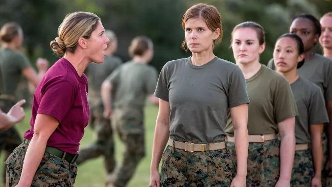 2021万博体育_捷报比分网官网下载:执勤时可扎辫,美军进一步放宽女兵仪容标准
