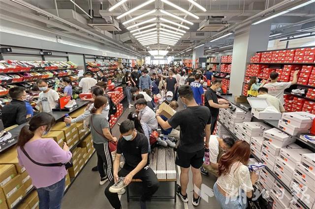 买买买!武汉商圈购物掀高潮
