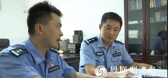 胡敏和同事讨论案情