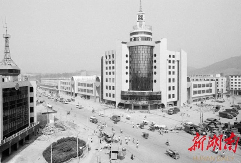 (1995年9月23日,祁东县中心市场——当时中南地区最大的综合批发市场。湖南日报·华声在线记者 刘建光 摄)