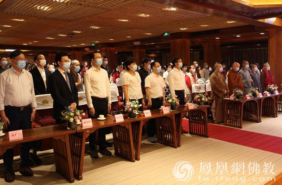 唱国歌(图片来源:凤凰网佛教 摄影:李国坚)