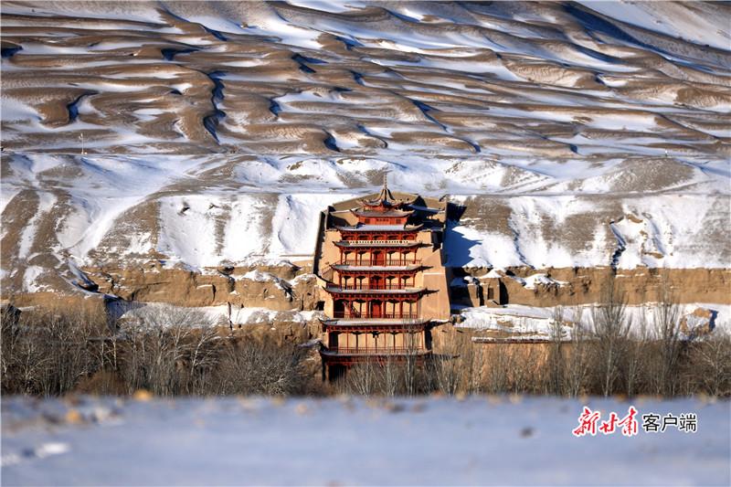 莫高窟雪景 新甘肃·甘肃日报通讯员 张晓亮