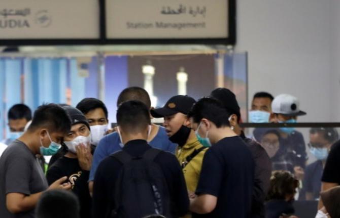 """印尼机场现""""二手""""新冠检测工具: 9000多人受害"""