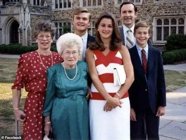 比尔·盖茨宣布离婚:27年婚姻破裂,盖茨微博早有暗示家庭危机?