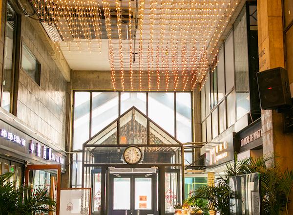 同里市集过去是一处供热厂,如今是社区颇受欢迎的美味大本营 本文图均为 刘华 摄