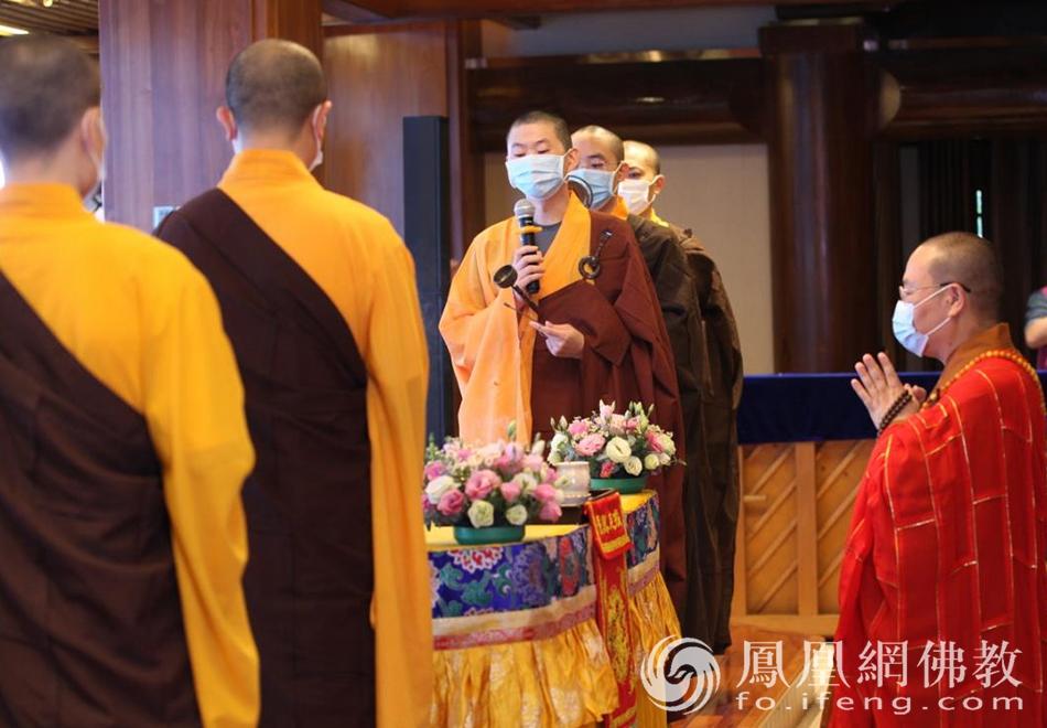 祈福仪式(图片来源:凤凰网佛教 摄影:李国坚)