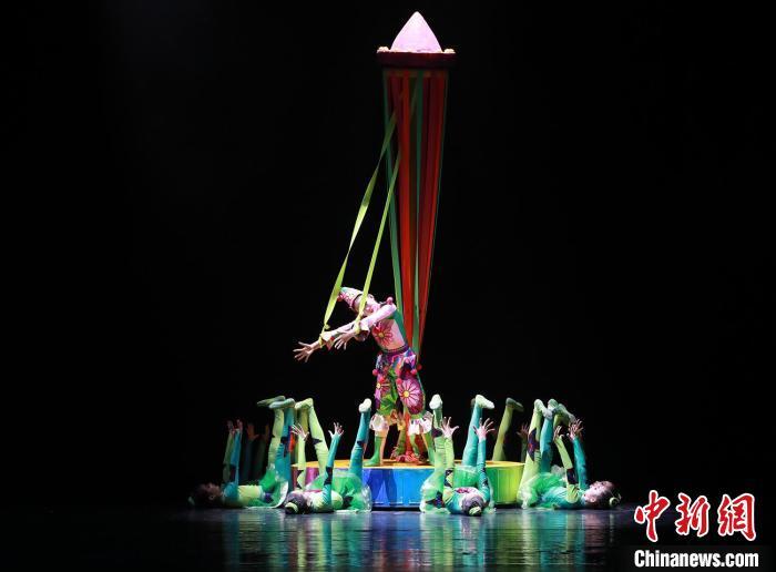 广东艺术剧院举行少儿舞蹈作品展演 洪蕾 摄