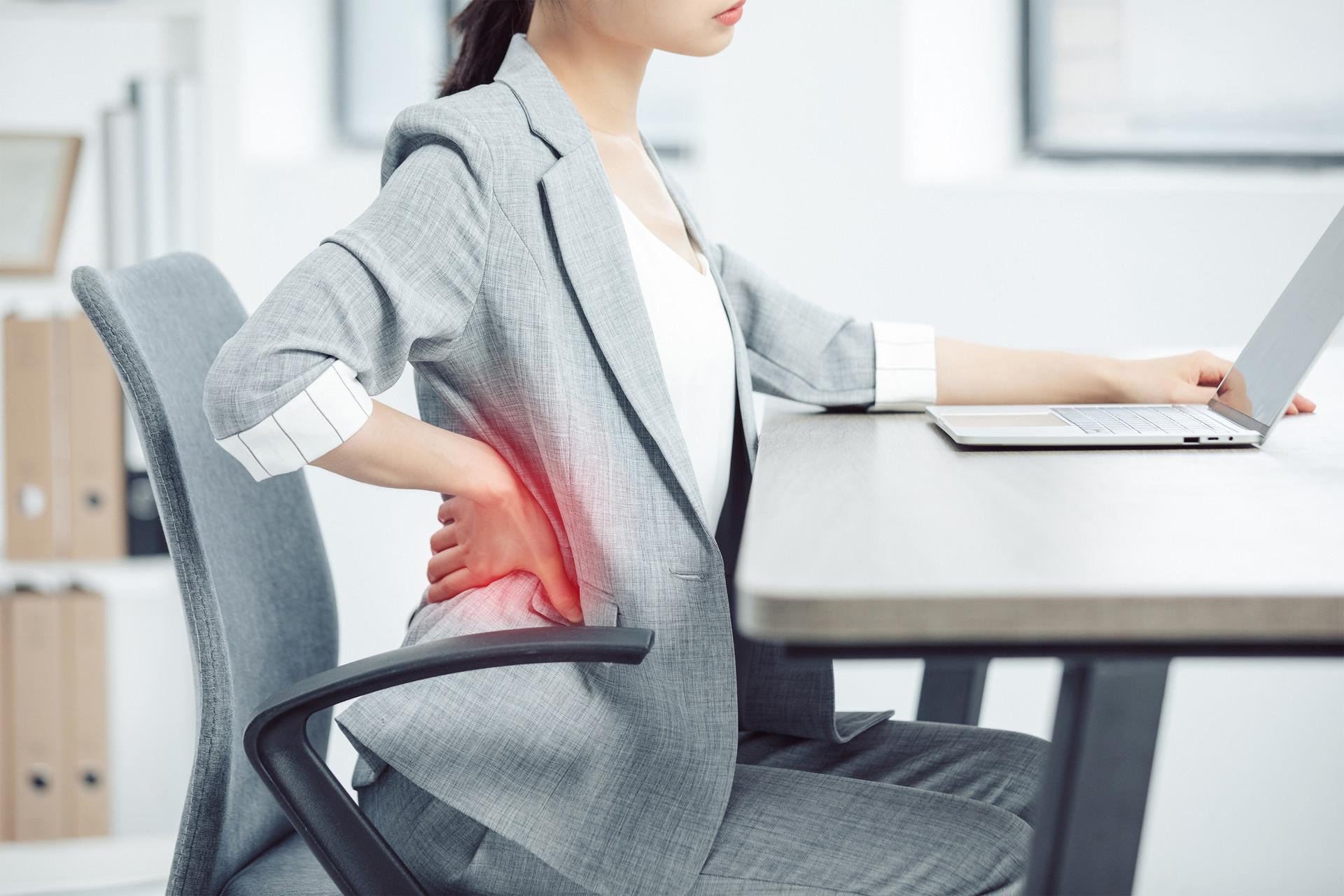 倒着走路能治腰椎间盘突出?专家解答如何保护脊椎