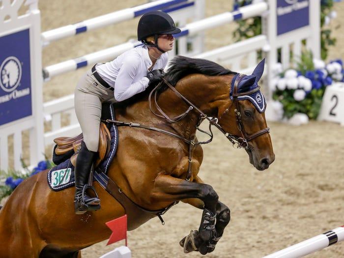 盖茨的女儿喜欢骑马
