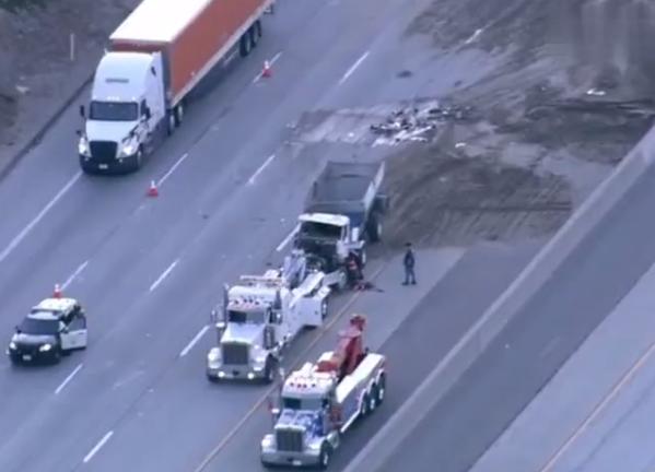 美國加州一特斯拉高速撞側翻卡車 司機當場身亡