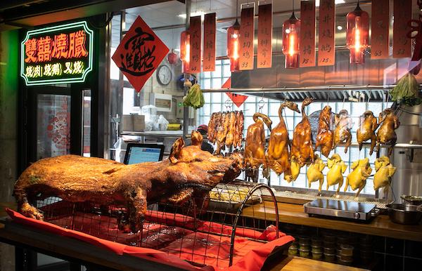 看上去非常诱人的烧腊店,烧猪足够吸引眼球