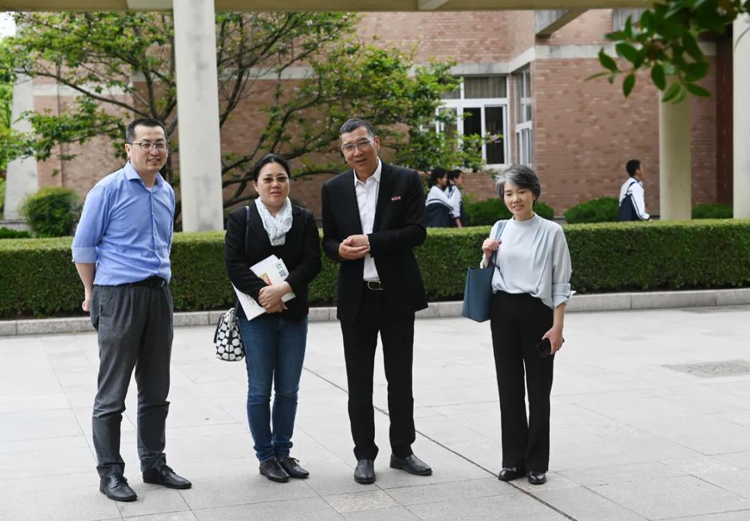 青年化学家潘秀莲、同济大学教授林瑞、上科大教授杨帆参观校史馆