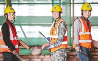 建筑工人杨氏三兄弟。