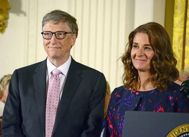 比尔·盖茨(左)与梅琳达