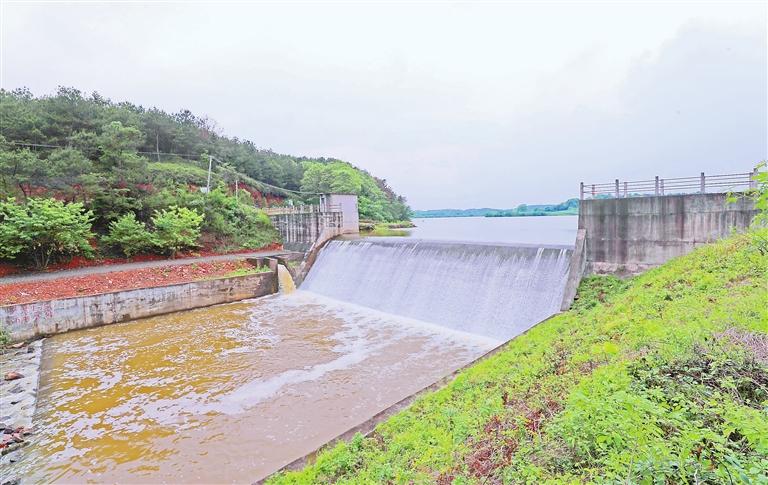 泰和县:泄洪保安全(图)