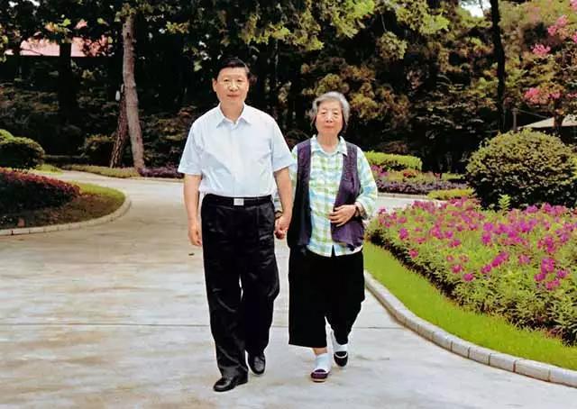 """og体育亚洲唯一官网:习近平和母亲:两代共产党人的""""约定"""""""