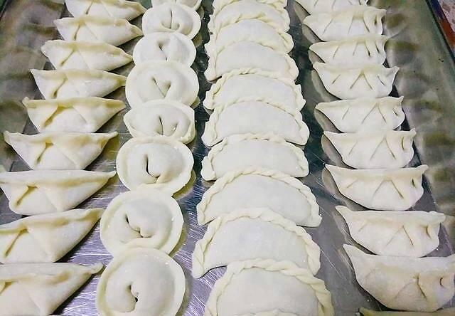 香芹饺子好吃有秘诀,调馅最关键,做对这1步,脆嫩多汁不腻特香