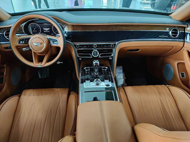 21款宾利飞驰V8标准版 展厅实车介绍价格跌破350万