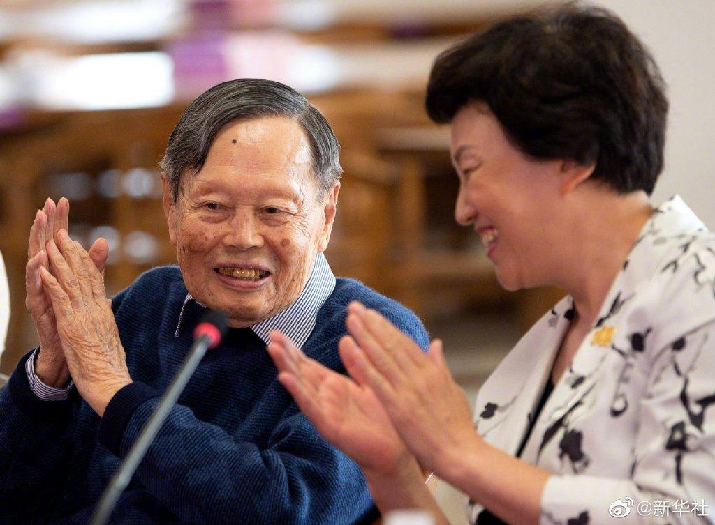 杨振宁捐赠2000余件珍贵资料给清华大学