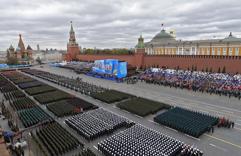 △当地时间2021年5月9日,俄罗斯莫斯科,庆祝卫国战争胜利76周年阅兵式在红场举行。