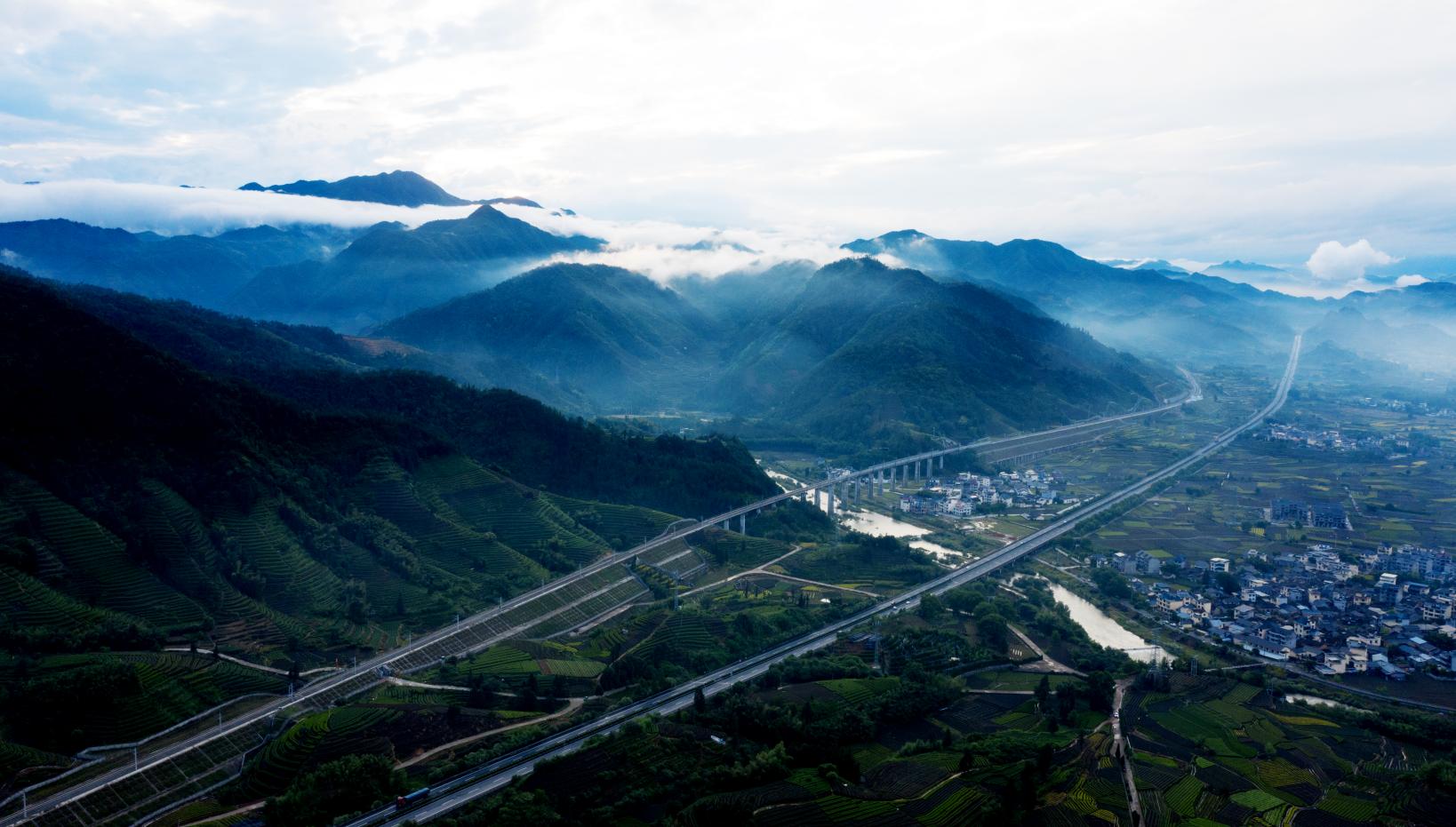 龙丽高速公路 张锦国 摄