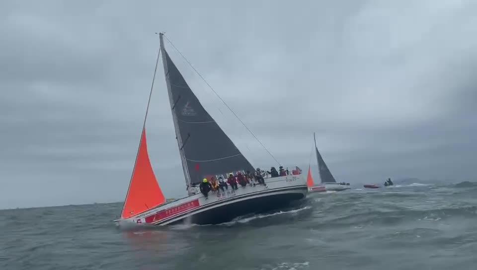 狂风巨浪!第一视角带你感受帆船运动的魅力
