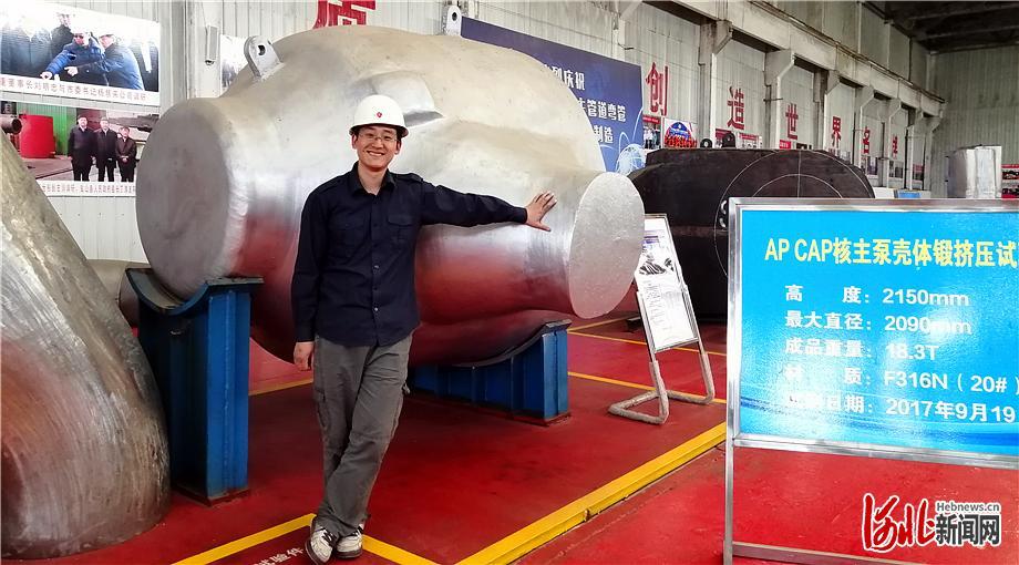 中国一重集团有限公司天津研发中心研究员周岩每年都有几个月在盐山工作,他说盐山是他研发工作的最佳实践地。 河北日报记者马彦铭摄
