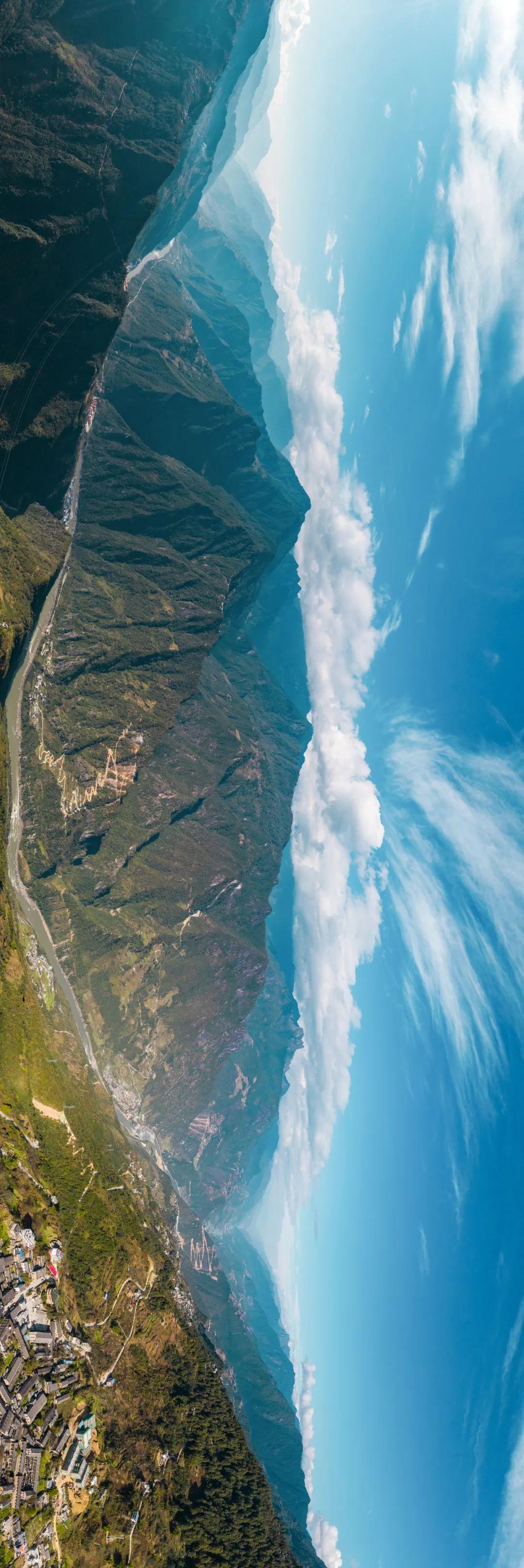 ▲ 被怒江环绕着的高黎贡山 。图/视觉中国