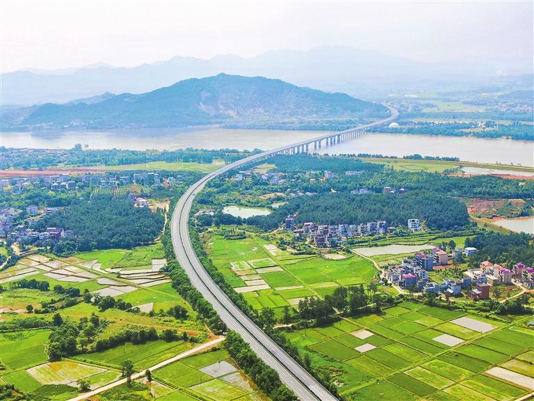 吉安吉州区:初夏高速美(图)