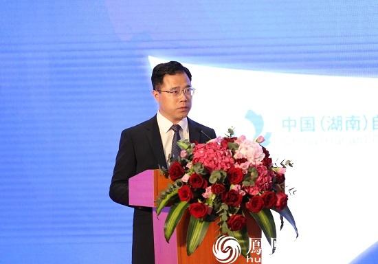 中国(湖南)自由贸易试验区长沙片区管委会常务副主任侯向宇主持推介会