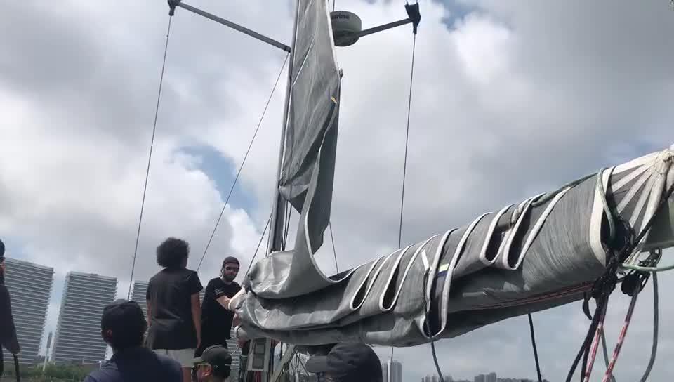 跟随SailingIn船队进行场地赛 队员扬起风帆
