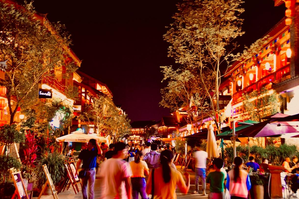 融创文旅城实拍商街夜景