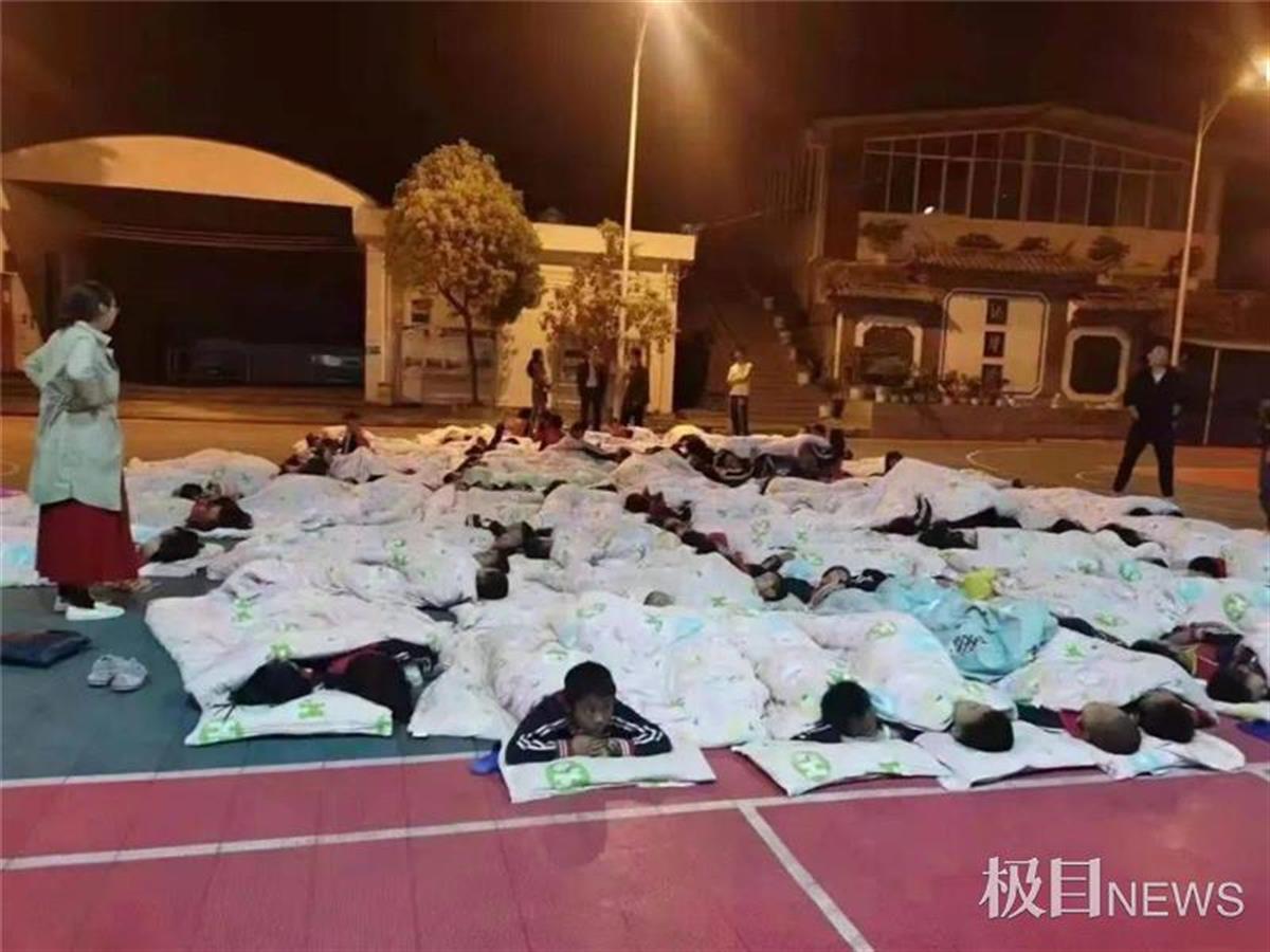 球探体育:云南漾濞又发地震,一天震了10次,上百户受灾暂无人员伤亡