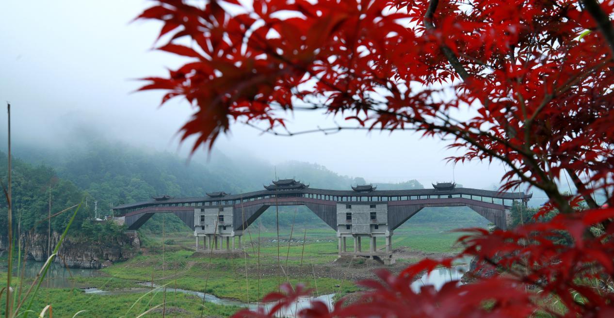 南浦溪福庆桥,再桥头位置有副对联:高速连通南浦溪路顺人人顺 长虹横跨飞云水桥兴事事兴