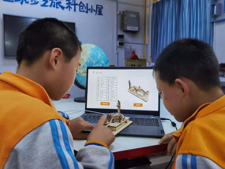"""再造""""半部电台"""" 西电为青少年打造互动党史课堂"""