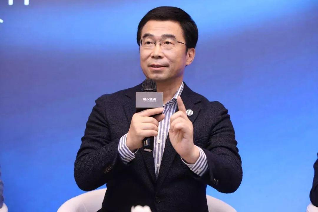 丁磊 (华人运通创始人、董事长兼CEO)
