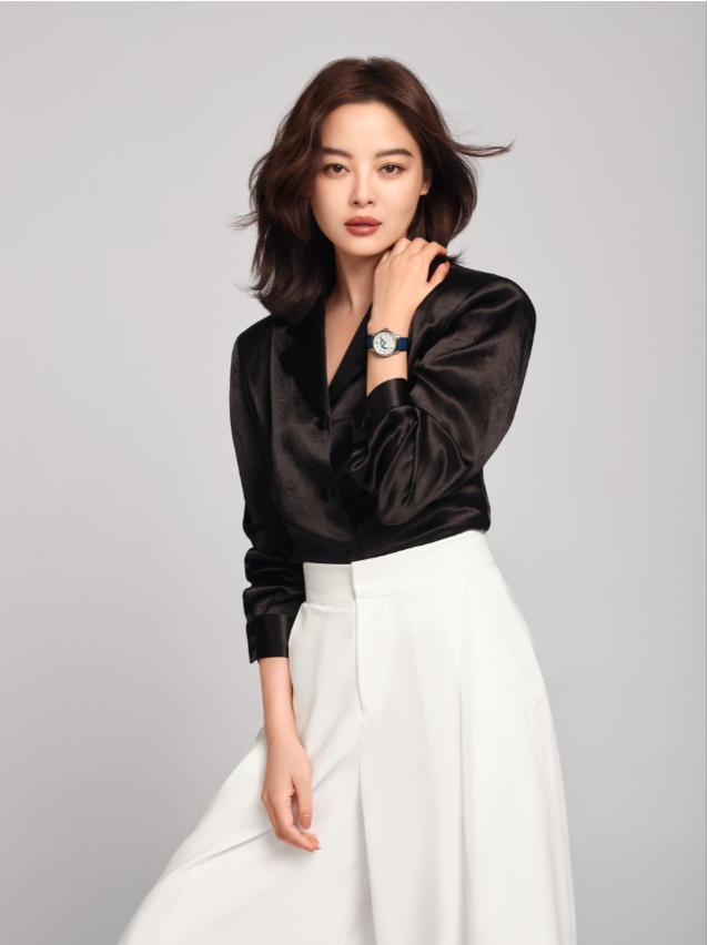 万宝龙品牌大使辛芷蕾演绎全新宝曦系列昼夜显示腕表(34毫米款)