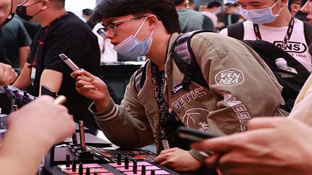 """电子烟比拼线下门店,年轻人或陷入""""行为上瘾""""怪圈"""