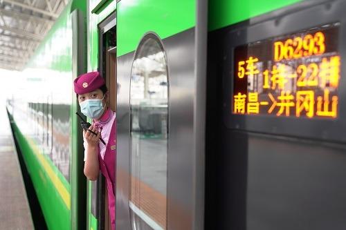 南昌至井冈山的列车