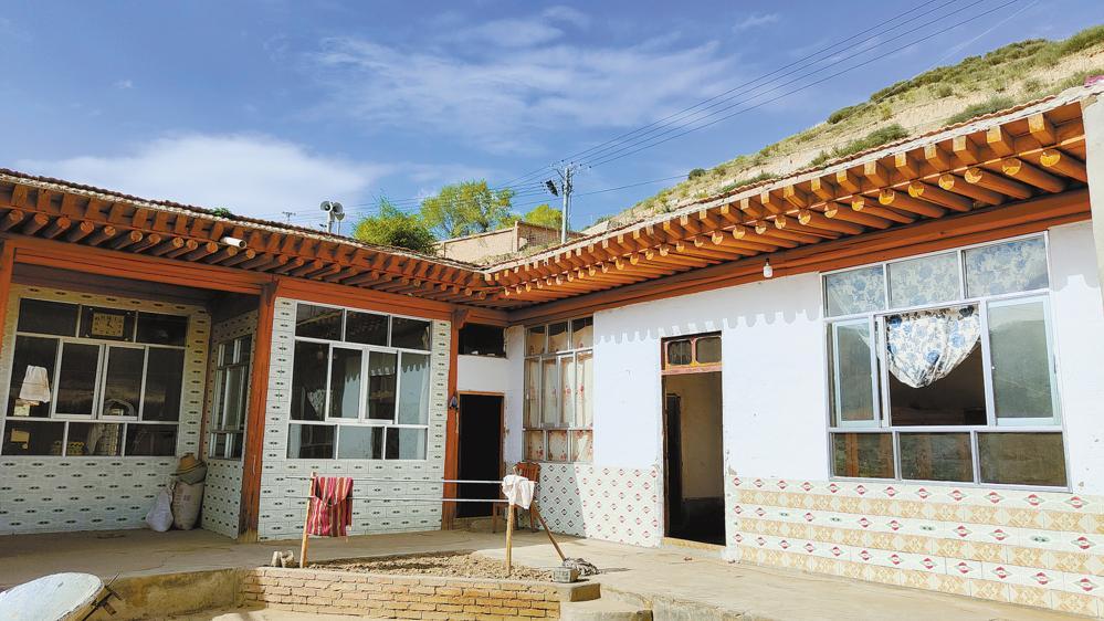 阿藏吾具村新建的宽敞明亮的房屋。